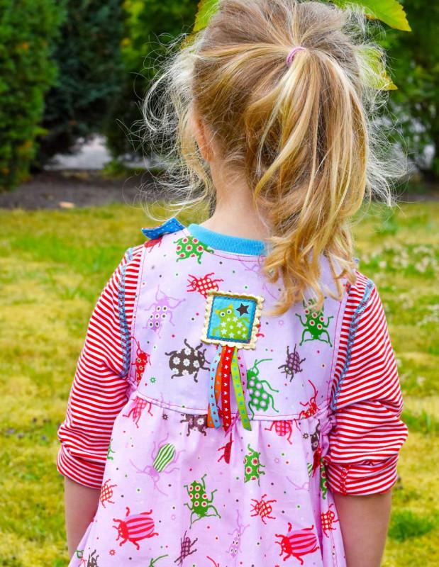 Cara Kinderkleid Rückseite mit Webbanddetails