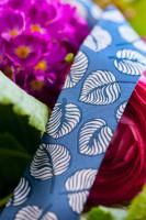 Webband mit Blättern in Blau Weiß von Lila-Lotta